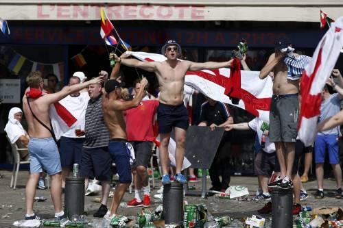 Marsiglia, scontri tra tifosi e polizia 10