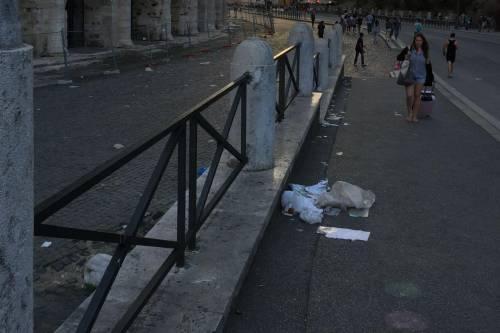 Il Colosseo della vergogna: turisti tra rifiuti ed escrementi 3