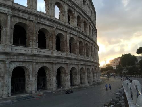 Il Colosseo della vergogna: turisti tra rifiuti ed escrementi 7