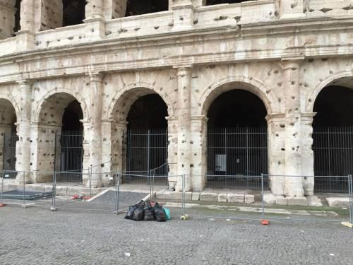 Il Colosseo della vergogna: turisti tra rifiuti ed escrementi 8