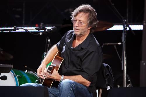"""L'urlo di Eric Clapton: """"Non potrò più suonare la chitarra"""""""