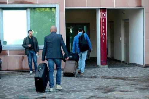 """""""Non mollare"""": l'abbraccio di tifosi e fan a Berlusconi 11"""