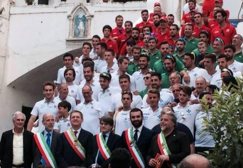 """Il consigliere Giusto insulta il Tricolore: """"Mi dà l'orticaria"""""""
