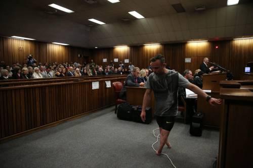 Pistorius sfila in aula senza protesi 6