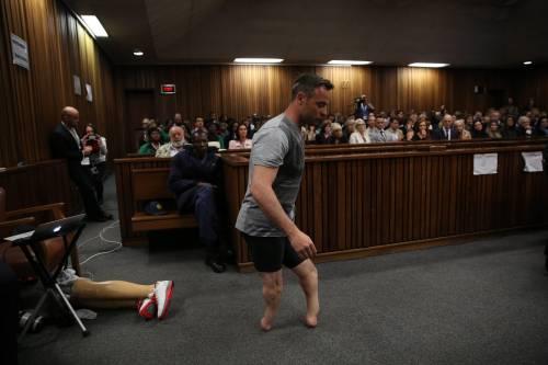 Pistorius sfila in aula senza protesi 5