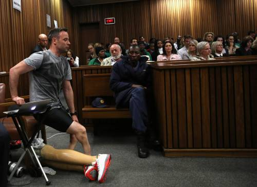 Pistorius sfila in aula senza protesi 4
