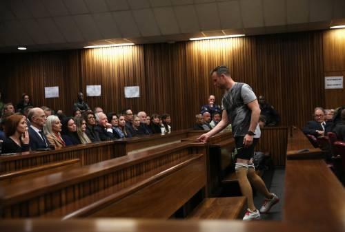 Pistorius sfila in aula senza protesi 2