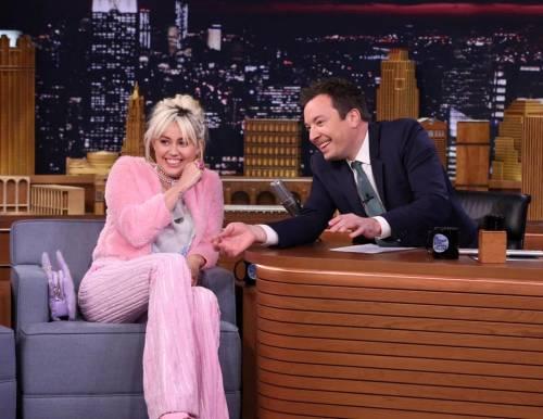 Miley Cyrus, twerking e linguacce sui social: foto 3