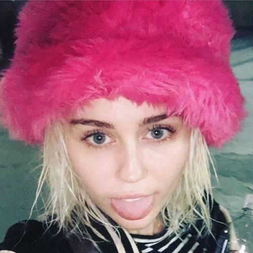 Miley Cyrus, twerking e linguacce sui social: foto 10