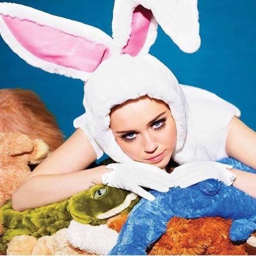 Miley Cyrus, twerking e linguacce sui social: foto 11