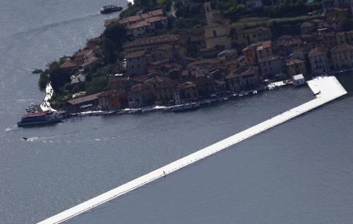 """""""The floating piers"""", la passerella di Christo 13"""