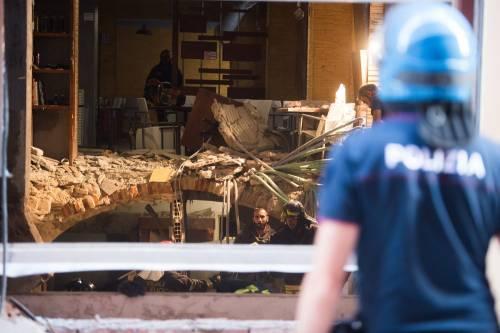 Bologna, esplosione in centro: sventrato un ristorante giapponese