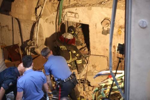 Bologna, esplosione in centro: sventrato un ristorante giapponese 7