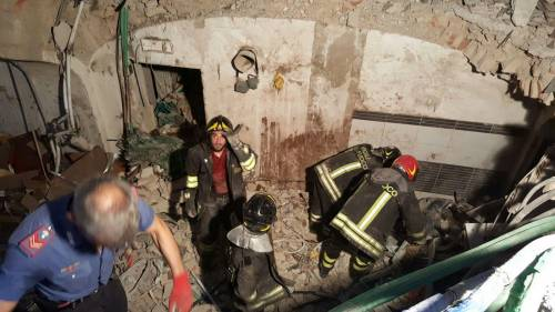 Bologna, esplosione in centro: sventrato un ristorante giapponese 8