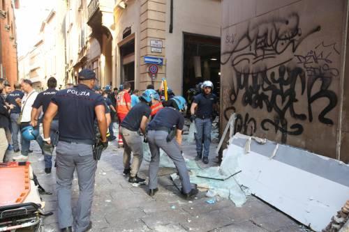 Bologna, esplosione in centro: sventrato un ristorante giapponese 11
