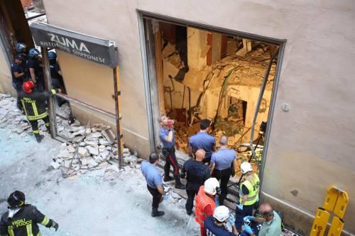 Bologna, esplosione in centro: sventrato un ristorante giapponese 10
