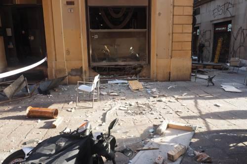 Bologna, esplosione in centro: sventrato un ristorante giapponese 13