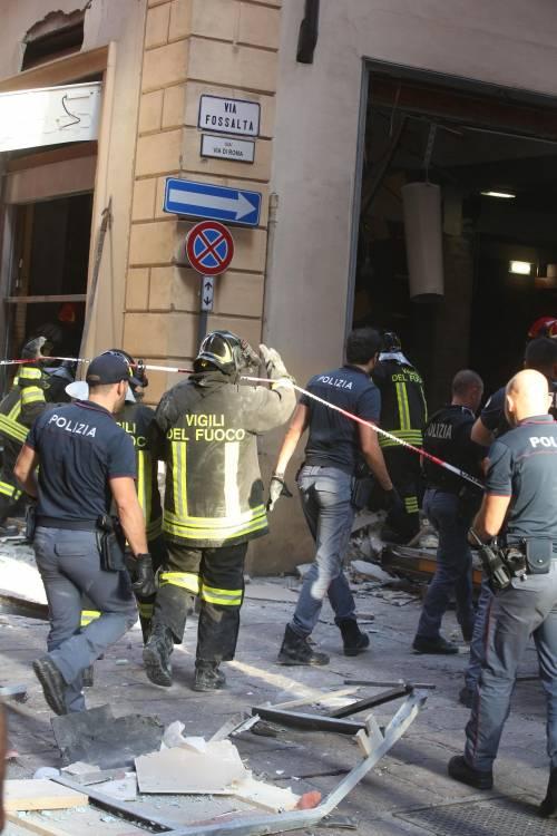 Bologna, esplosione in centro: sventrato un ristorante giapponese 12