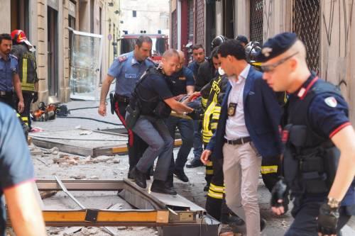 Bologna, esplosione in centro: sventrato un ristorante giapponese 16