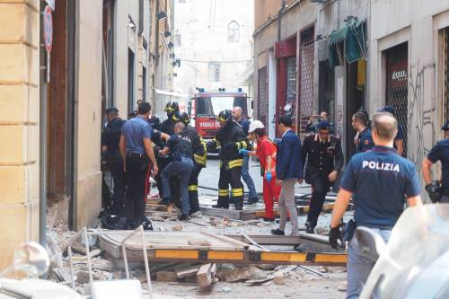 Bologna, esplosione in centro: sventrato un ristorante giapponese 18