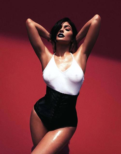 Kylie Jenner, costumi e bikini su Instagram: foto 18