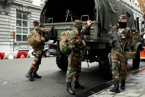 """Attimi di terrore a Bruxelles. 15enne grida: """"Sono un terrorista"""""""