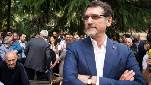 Bologna, il sindaco del Pd vieta la piazza per il No al referendum