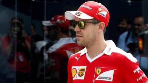 """Gp Baku, Vettel non rientra ai box: """"Resto fuori"""""""