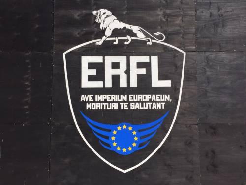 """A Berlino spunta un'arena con le tigri per """"mangiare"""" i rifugiati 9"""