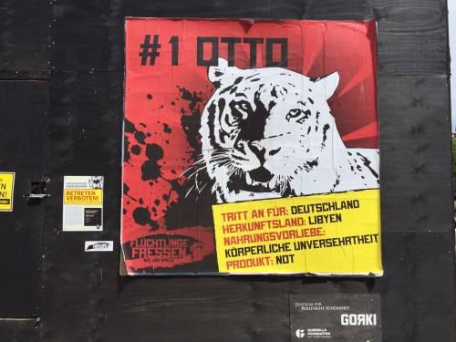 """A Berlino spunta un'arena con le tigri per """"mangiare"""" i rifugiati 10"""