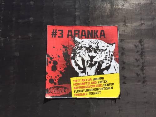 """A Berlino spunta un'arena con le tigri per """"mangiare"""" i rifugiati 12"""