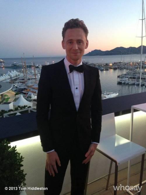Tom Hiddleston completamente nudo per W Magazine