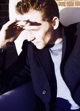 Tom Hiddleston, le foto del nuovo James Bond 16