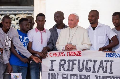 Papa Francesco con gli immigrati in San Pietro 2