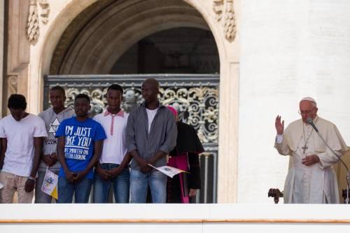 Papa Francesco con gli immigrati in San Pietro 4