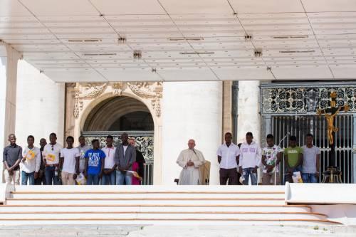 Papa Francesco con gli immigrati in San Pietro 3