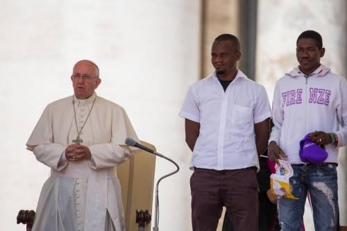 Papa Francesco con gli immigrati in San Pietro 5