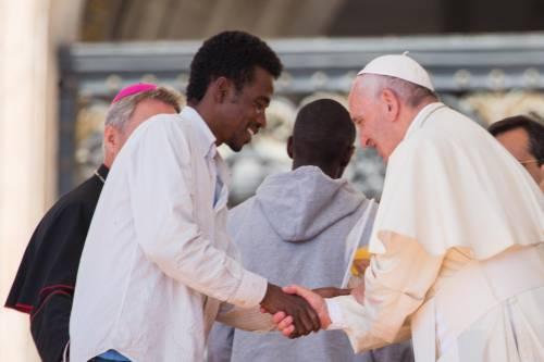 Papa Francesco con gli immigrati in San Pietro 6