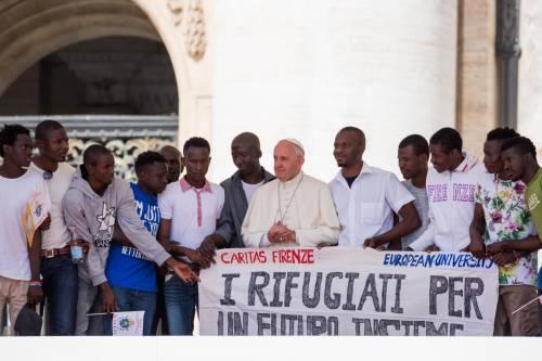 Papa Francesco con gli immigrati in San Pietro 7