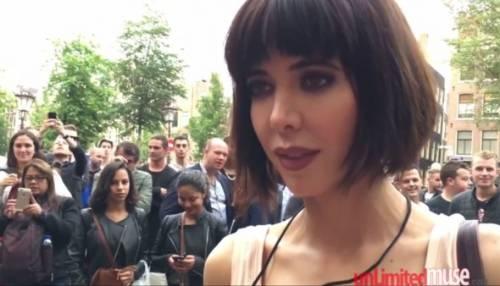 L'artista Milo Moiré arrestata: si faceva masturbare in pubblico