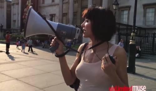 Milo Moiré arrestata a Londra: si faceva masturbare in pubblico 6