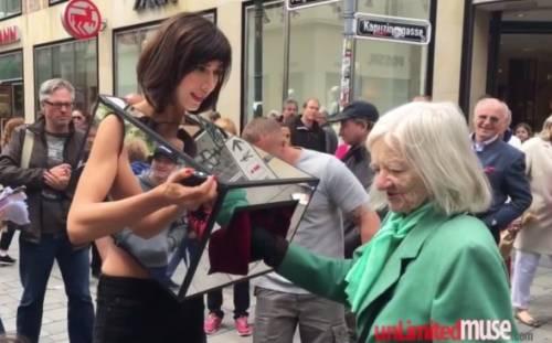 Milo Moiré arrestata a Londra: si faceva masturbare in pubblico 7