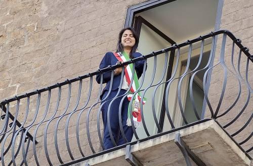 La Raggi si affaccia dal balcone del Campidoglio e si commuove 13
