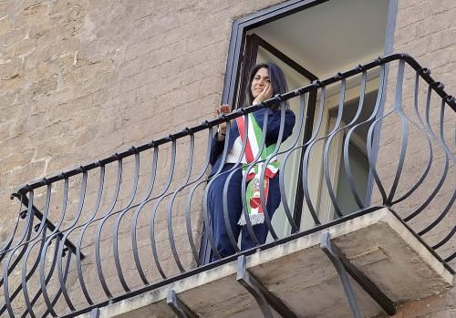 La Raggi si affaccia dal balcone del Campidoglio e si commuove 11