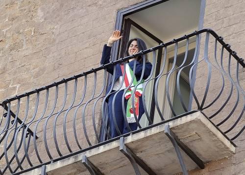 La Raggi si affaccia dal balcone del Campidoglio e si commuove 19