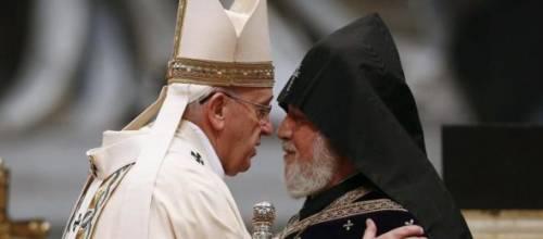 Papa Francesco in Armenia tra Brexit, guerriglia e martirio