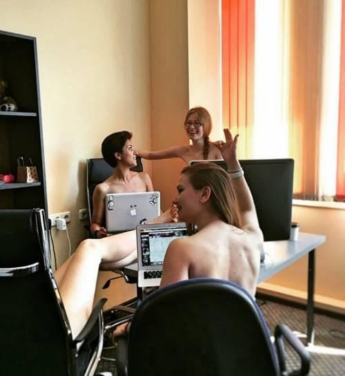 Se in Bielorussia i giovani vanno nudi al lavoro 6