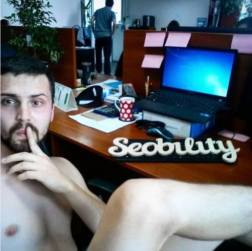 Se in Bielorussia i giovani vanno nudi al lavoro 7