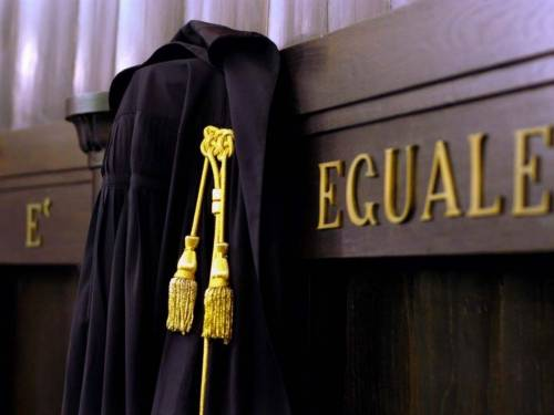 Rissa alla festa Pd: migrante fugge dal Tribunale