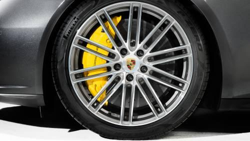 Le immagini della nuova Porsche Panamera 8